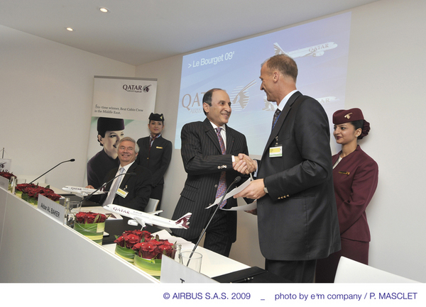 Signature d'un contrat par Qatar Airways portant sur des A320