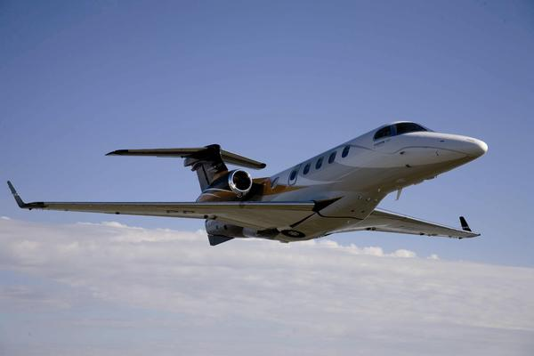 Embraer Phenom 300 en vol