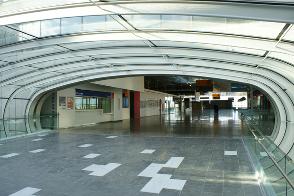 Tunnel du hall D de l'aéroport de Toulouse-Blagnac