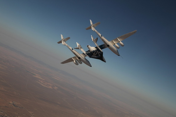 WhiteKnightTwo et SpaceShipTwo de Virgin Galactic en vol
