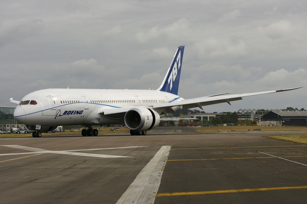 Le Boeing 787-8 au roulage à Farnborough