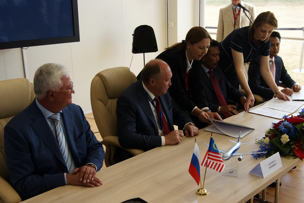 Signature d'un contrat pour Irkut à Farnborough