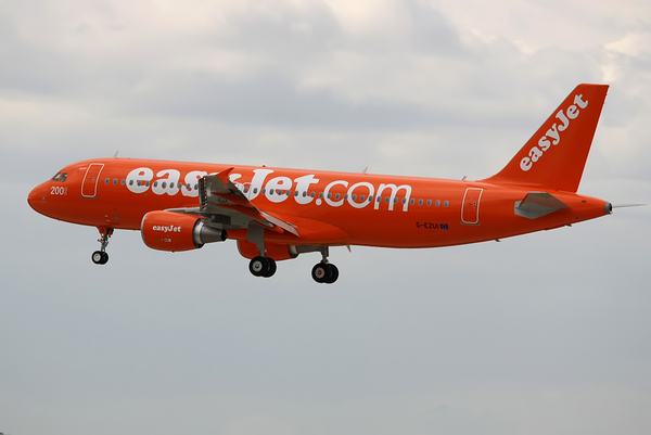 Le 200e airbus d 39 easyjet arrive orly m dias aeroweb - Comptoir easyjet orly sud ...