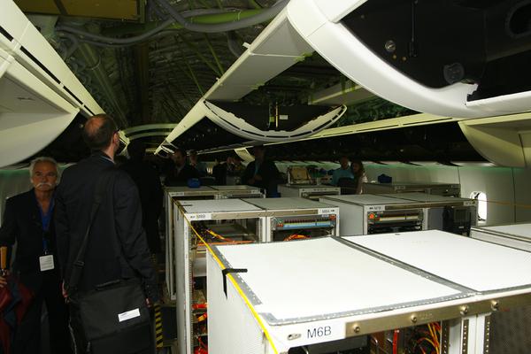 Int rieur du boeing 747 8i au salon du bourget 2011 for Interieur 747
