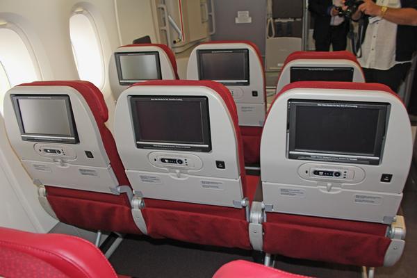 Hôtesse Malaysian Airlines, soirée A380 - Médias - AeroWeb