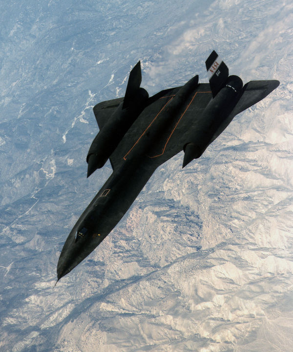 Le SR-71A #844 de la NASA (Dryden Flight Research Center), photographié en 1997 après un ravitaillement en vol au-dessus de la Sierra Nevada.