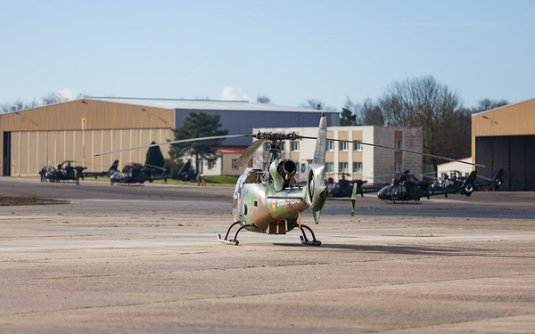 AS.342 Gazelle, après un point fixe devant l'escadrille de maintenance