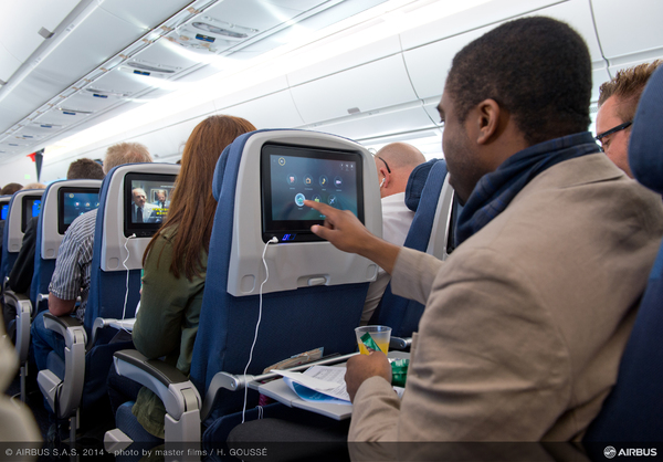 Premiers vols de l a350 xwb avec des passagers photos for Interieur avion air france