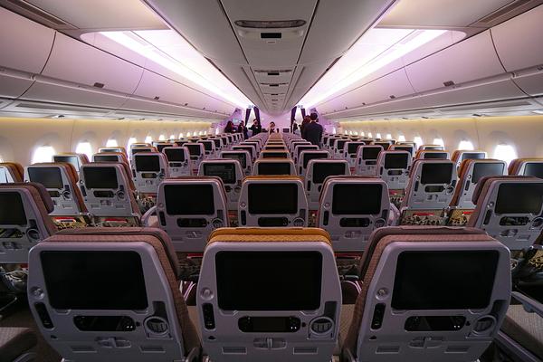 Classe co de l 39 airbus a350 de singapore airlines m dias for Interieur qatar airways