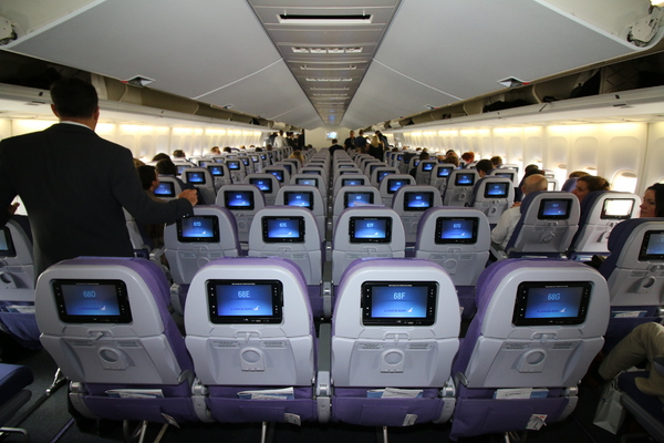 Corsair f te ses 35 ans 35 000 pieds photos vid os for Plan de cabine boeing 747 400 corsair