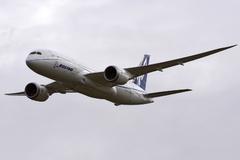 Le Boeing 787 est arrivé - Page 4 749
