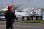 Les employés du CEAT à Toulouse manifestant avant la venue de Gérard Longuet, Ministre de la Défense